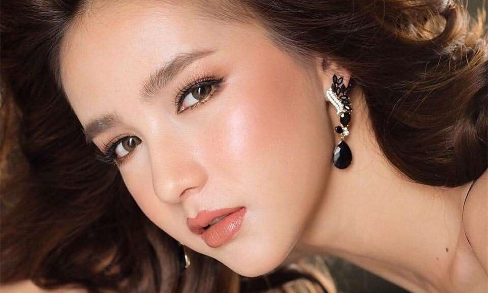 泰国性感人妖_泰国最美人妖yoshi新造型亮相,大改之前的青春甜美路线,而以性感轻