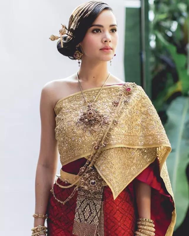 泰国女明星_一起来评一评这些泰国女星的泰装照哪位更美